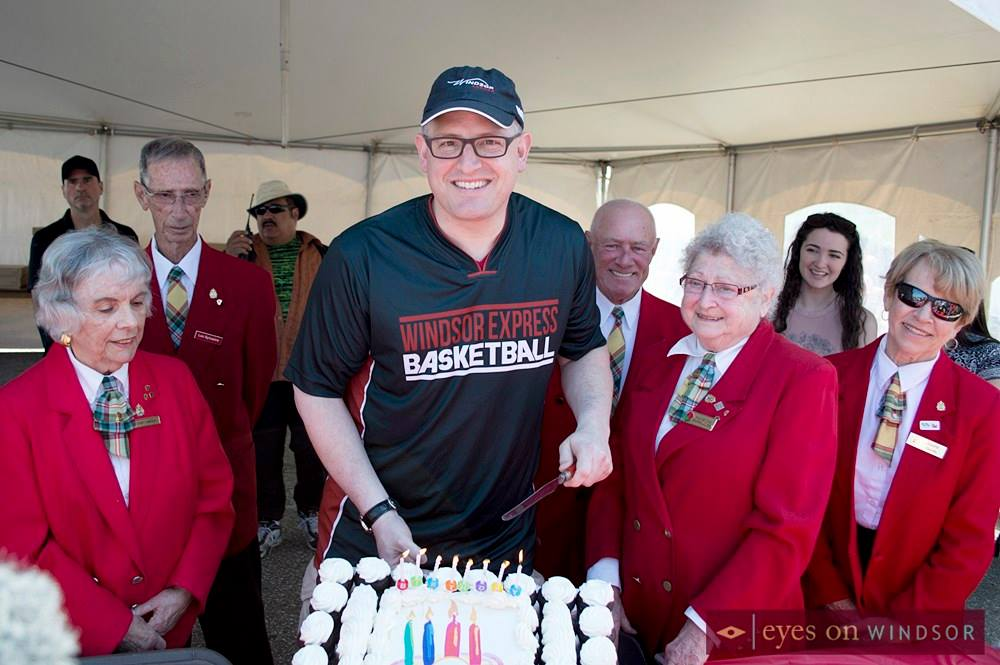 Mayor Drew Dilkens cutting cake.
