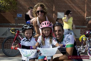 Family with children about to race at Tour di via Italia