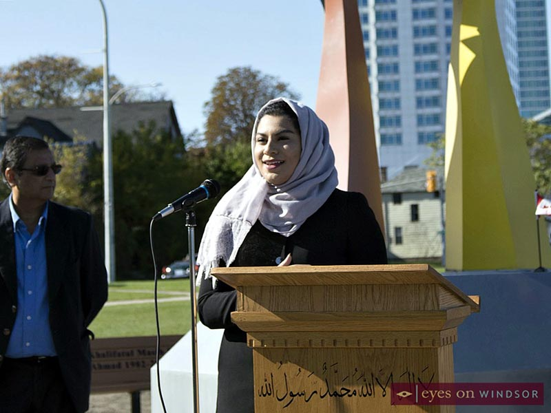 Young lady involved with Ahmadiyya Jamā'at peace monument project in Windsor.