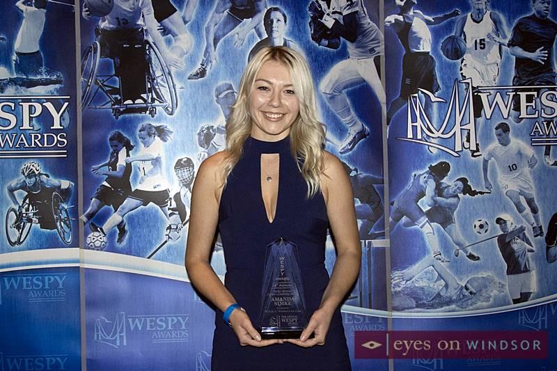 Amanda Simke holding her 2018 WESPY Award