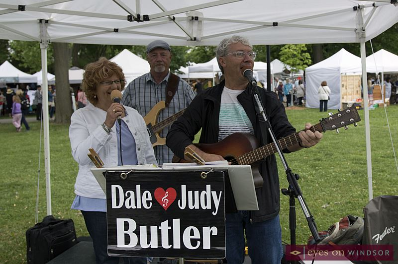 Dale and Judy Butler with John Morand performing at Art In The Park Windsor