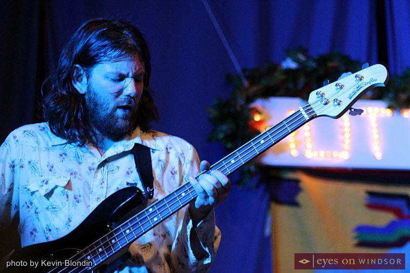 Huttch bassist, Zack Vivier