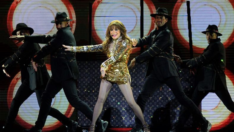 Paula Abdul Gets Straight Up Love From Fans at Caesars Windsor Show