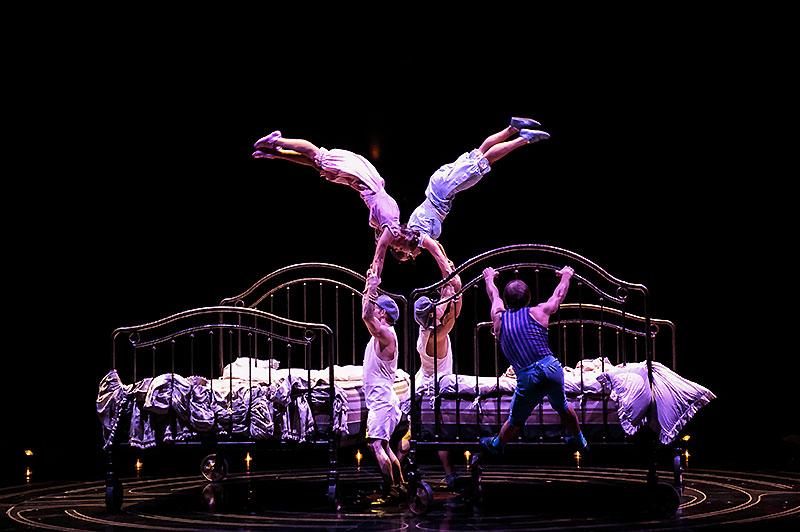 Bouncing Bed Act Cirque Du Soleil Corteo