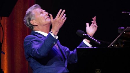 David Foster An Intimate Canadian Through & Through Thrills in Windsor