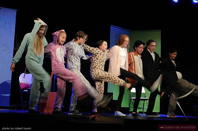 Extension Korda's full cast of Munschables dancing