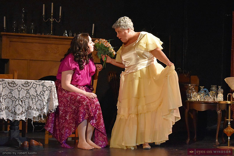 Review Glass Menagerie Soars With Humanity A Hit For Korda