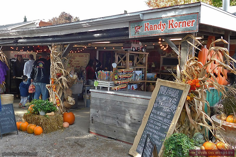 Kandy Korner and Kountry Kitchen at Thiessen Orchards