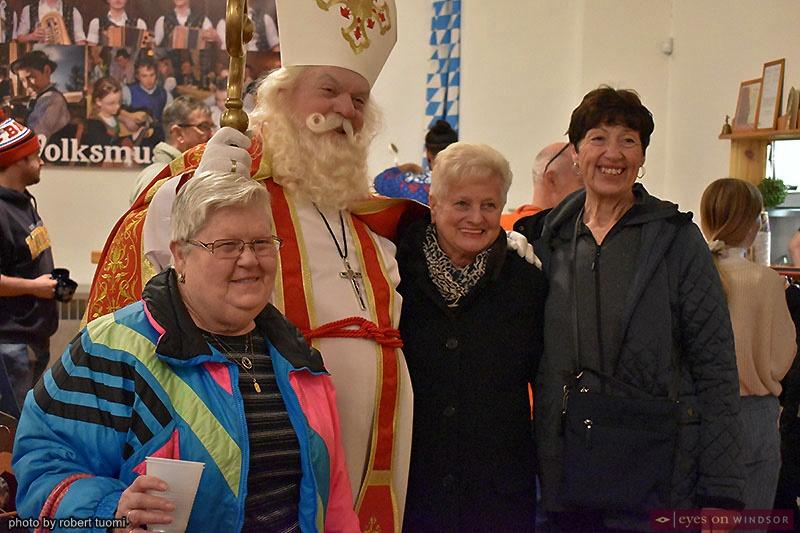 Christkindl Markt in Windsor: People meeting Father Christmas