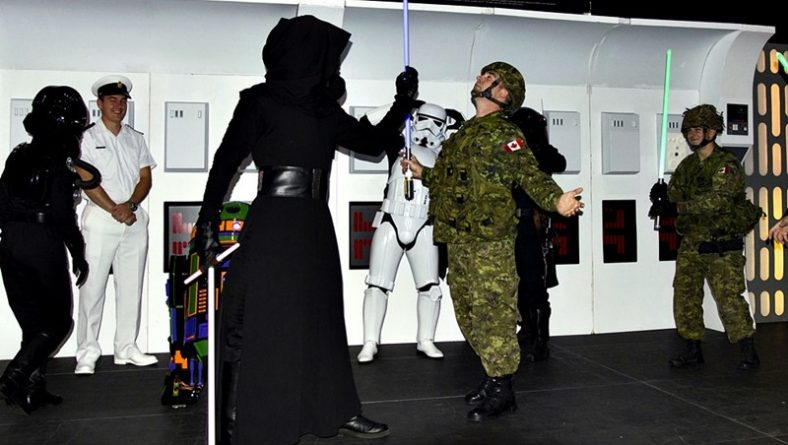 Canadian Military Mingled With Ghostbusters & Star Wars Cosplayers at Windsor Comicon