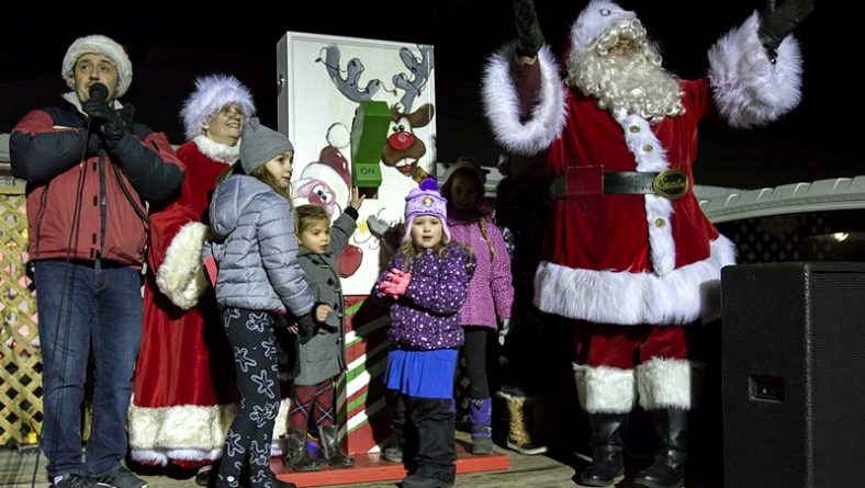 Fantasy of Lights Lit Up Lakeside Park Following Kingsville's Santa Claus Parade