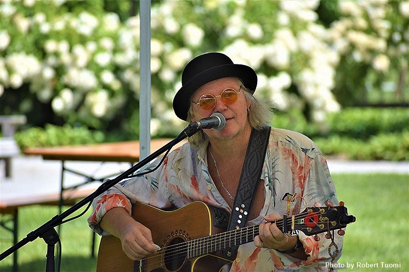 Singer songwriter Chris Bolister