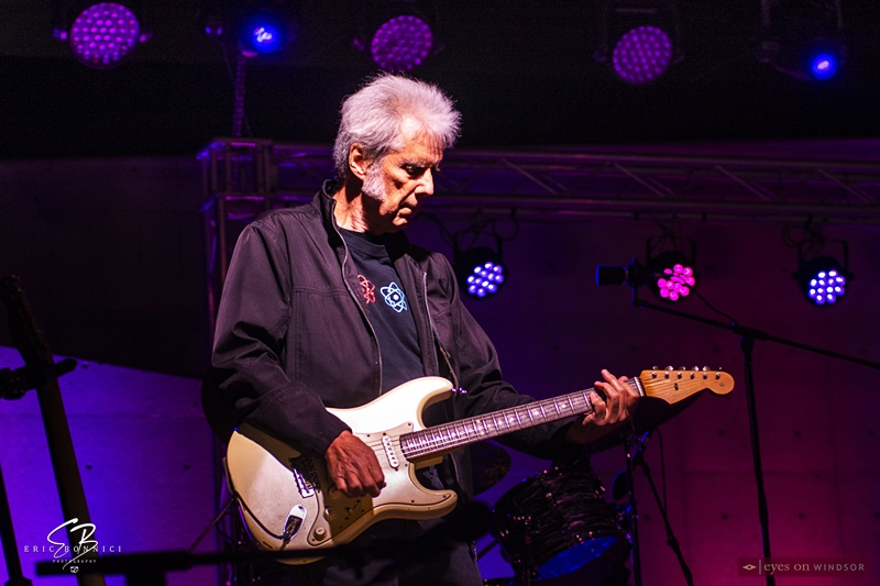 Guitarist Lee Warren