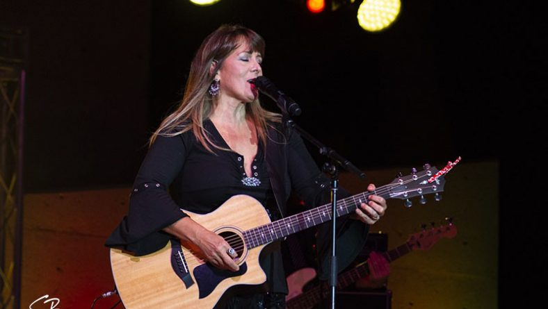 Country Music Icon Michelle Wright Effortlessly Connects With Leamington Audience